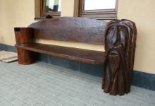 Umelecká drevená lavica