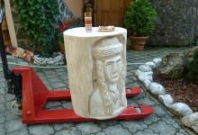 Drevený stolík, umelecký