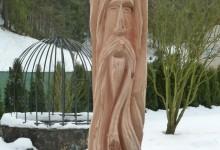 drevená umelecká stojka na altánok