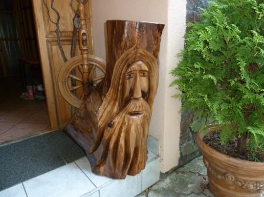 drevená postava
