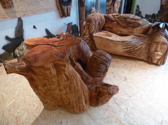drevený stôl so slimákom + lavička