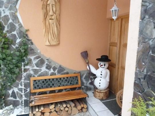 drevený snehuliak