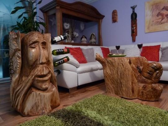 drevený stojan na víno + stôl