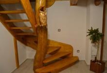 Drevené samonasné schodište