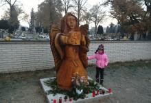 Drevená socha anjela