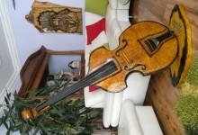 Drevený dekoračný kontrabas