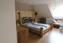 Drevená umelecká manželská posteľ