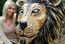 drevená hlava leva