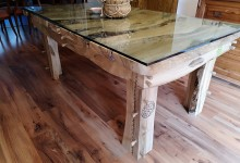 Jedálenský stôl z orechového dreva