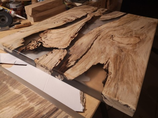 Epoxidové dosky na konferenčné stolíky s kombináciou orechové drevo