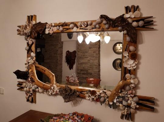 Luxusné drevené zrkadlo vykladané mušľami