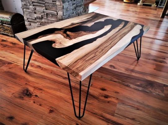 Epoxidový stôl z orechového dreva