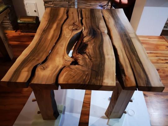 Jedálenský stôl z orecha